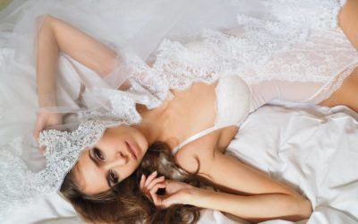 TEN TIPS ON WHAT TO WEAR FOR YOUR BRIDAL BOUDOIR PHOTO SHOOT
